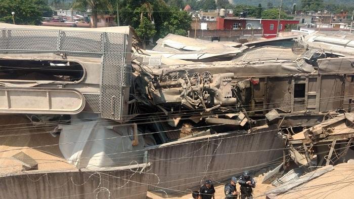 Vista general hoy, sábado 19 de mayo de 2018, del sitio donde siete personas resultaron heridas, entre estas cinco migrantes, al chocar dos trenes de carga por un presunto sabotaje en el municipio de Orizaba, en el estado de Veracruz (México). EFE/Miguel Victoria