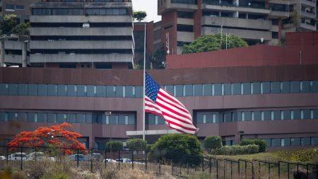 """EEUU responderá """"recíprocamente"""" a la expulsión de diplomáticos en Venezuela"""