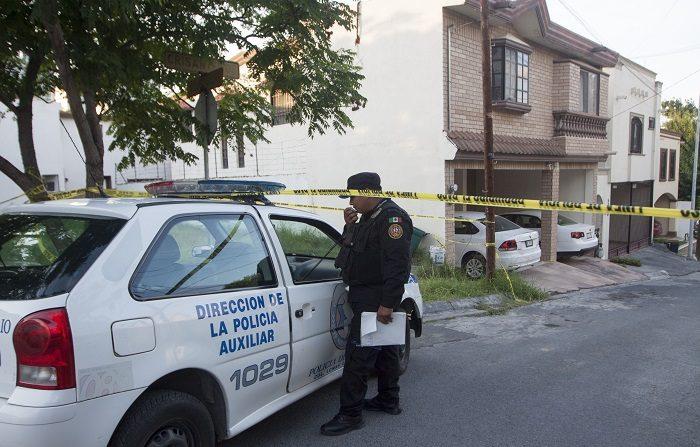 el domicilio donde fue encontrada muerta una periodista en la ciudad de Monterrey, Nuevo León (México). La reportera mexicana Alicia Díaz González fue encontrada hoy muerta en su domicilio de la ciudad de Monterrey, presuntamente víctima de un asesinato, informó el periódico El Financiero, medio para el que trabajaba la periodista. EFE/STR