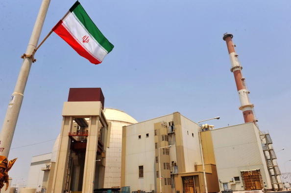 Esta imagen de  la Agencia Internacional de Irán IPA muestra una vista del reactor nuclear de Bushehr, construido por rusos en los momentos que se carga un primer combustible, el 21 de agosto de 2010 en Bushehr, en el sur de Irán. (IPA a través de Getty Images)