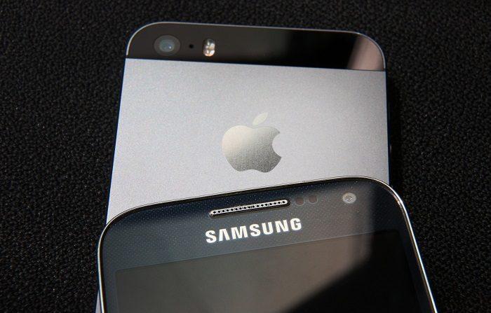 Los fabricantes de teléfonos inteligentes y tabletas Samsung y Apple buscan resolver caso de plagio por infracción de patentes fuera de los Estados Unidos. (Foto de Peter Macdiarmid/Getty Images)