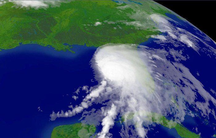 En esta imagen satelital proporcionada por la Administración Nacional Oceánica y Atmosférica (NOAA), la tormenta tropical Alberto, la primera tormenta de la temporada de huracanes del Atlántico, aparece sobre el Golfo de México. (Foto de NOAA vía Getty Images)