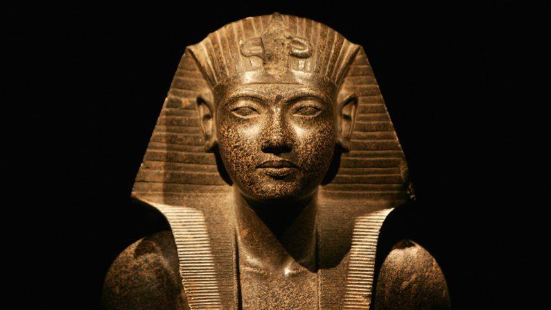 Detalle de la exposición 'Tutankamón y la Edad de Oro de los Faraones', el 13 de noviembre de 2007 en Greenwich, Londres, Inglaterra. (Crédito de Gareth Cattermole/Getty Images)