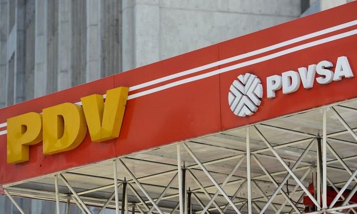 Imagen del logo de la petrolera estatal venezolana PDVSA, vista en una gasolinera de Caracas. (FEDERICO PARRA/AFP/Getty Images)