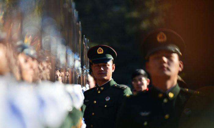 Soldados del Ejército Popular de Liberación en un entrenamiento, 1 de enero de 2018. (-/AFP/Getty Images)
