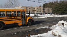 Estudiantes afectados por gas pimienta esparcido en autobús escolar