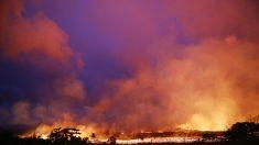El flujo de lava del volcán Kilauea llega al océano
