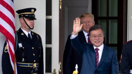Líder de Corea del Sur es optimista sobre la reunión de Trump con Kim