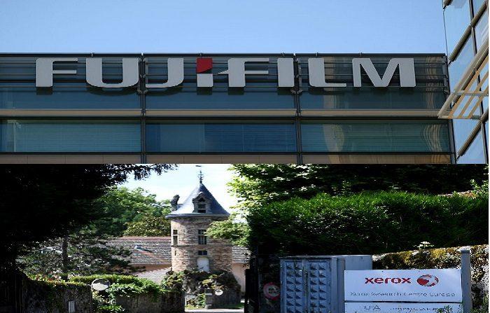 El logo de Fujifilm de Japón se exhibe en la sede de la compañía en Tokio el 14 de mayo de 2018. El 13 de mayo, la fotocopiadora e imprenta estadounidense Xerox anunció que pondría fin a una fusión con Fujifilm y nombraría a un nuevo director general tras llegar a un acuerdo con accionistas activistas que habían impugnado la adquisición. (Foto de Kazuhiro NOGI / AFP) (El crédito de la foto debe ser KAZUHIRO NOGI/AFP/Getty Images) Xerox en Meylan muestra la entrada del centro de investigación de Xerox dedicado a la inteligencia artificial. FOTOGRAFÍA DE AFP / JEAN-PIERRE CLATOT (El crédito de la foto debe leer JEAN-PIERRE CLATOT/AFP/Getty Images)