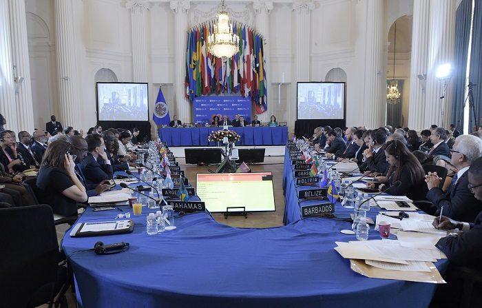EEUU juega su mejor carta en la OEA y logra un triunfo parcial con Venezuela Vista general de los embajadores ante la OEA durante las sesiones de la 70ª Asamblea General en la sede del organismo en Washington (Estados Unidos). EFE