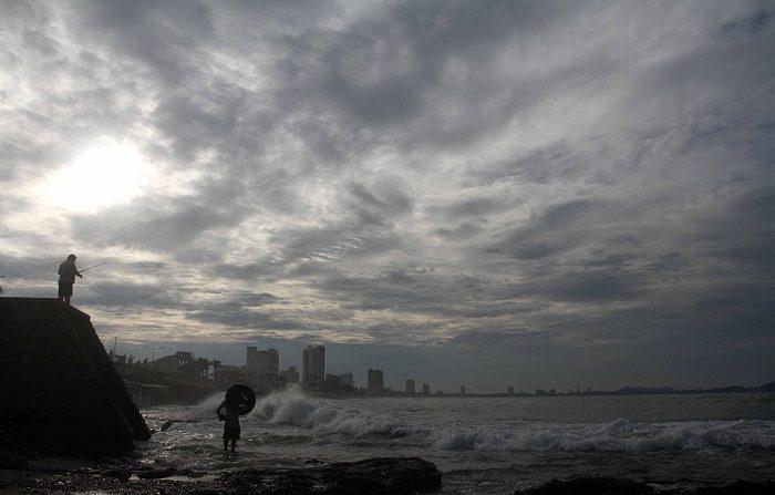 La tormenta tropical Olaf se formó en las últimas horas en el Pacífico mexicano, frente a las costas del estado de Jalisco, y generará fuertes lluvias en varias regiones del occidente, según informó este miércoles el Servicio Meteorológico Nacional (SMN). EFE/Archivo