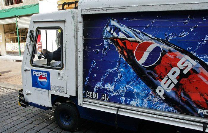 Pepsi cierra centro de operación en México por amenazas de crimen organizado La distribuidora de Pepsi en México anunció hoy el cierre temporal de su centro de distribución en Ciudad Altamirano, en el sureño estado de Guerrero, ante la falta de condiciones para mantener la operación. EFE/ARCHIVO