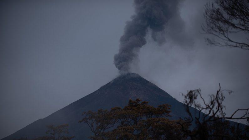 Suspenden vuelos en aeropuerto de Guatemala por actividad volcán de Pacaya