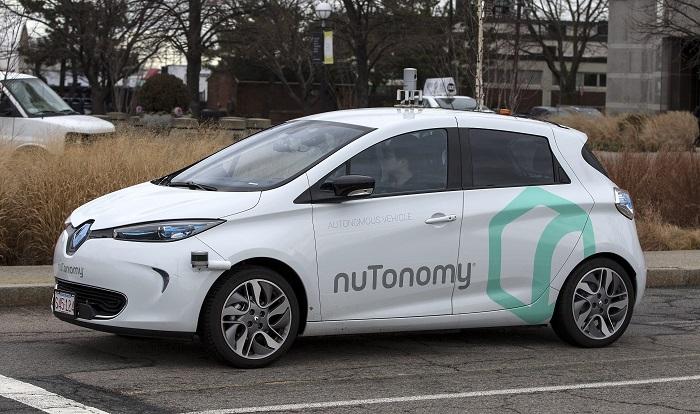 Los vehículos autónomos reportarán 800.000 millones de dólares de beneficios Ingenieros de NuTonomy Inc, de Cambridge, Massachusetts, prueban un vehículo autónomo el 4 de enero de 2017, en Boston, Massachusetts. EFE/Archivo