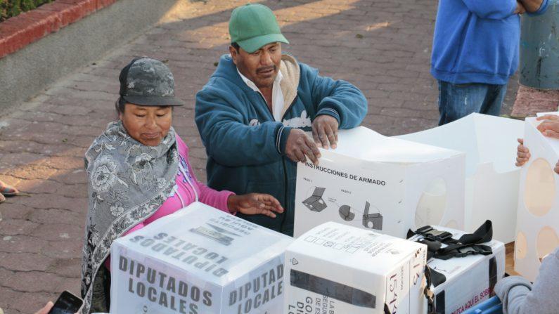 La UE expresa preocupación por violencia en México durante proceso electoral. Ciudadanos del municipio de Pachuca, del estado mexicano de Hidalgo emiten su voto. EFE/Archivo