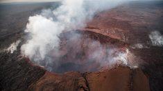 El borde y las paredes de un cráter de volcán de Hawái se están hundiendo