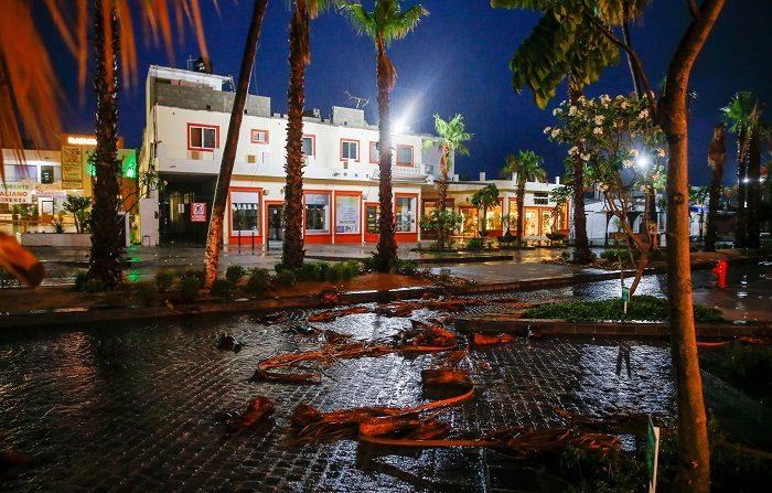 Tormenta Bud avanza sobre Mar de Cortés después de cruzar Baja California Sur Vista general hoy, viernes 15 de junio de 2018, de las afectaciones propiciadas por el paso de la tormenta tropical Bud, en la ciudad turística de Los Cabos, en el estado de Baja California Sur (México). EFE