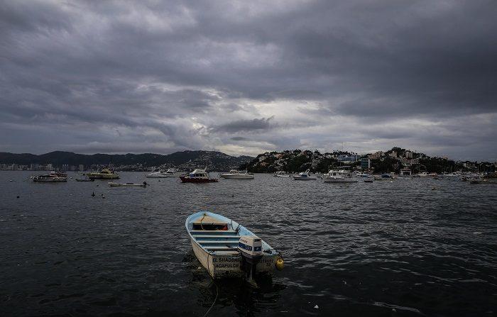 La tormenta tropical Carlotta se acerca a Guerrero aunque se mueve erráticamente. Vista general de la afectación temporal en la zona portuaria de Acapulco, en el estado de Guerrero (México). EFE/Archivo