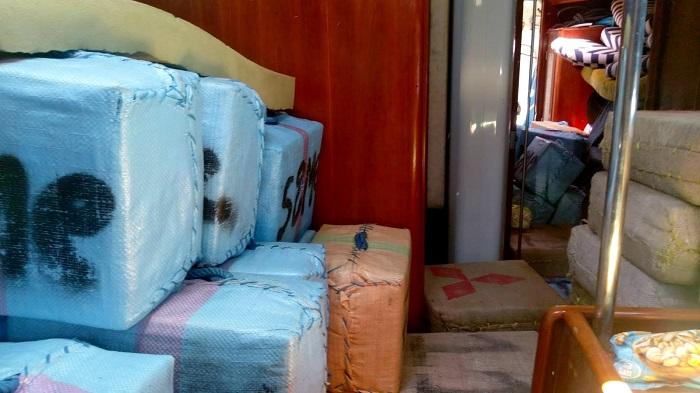 Dos detenidos con 10 toneladas de resina de hachís en un velero en Cartagena Fotografía facilitada por la Agencia Tributaria de Murcia. Dos personas han sido detenidas en un velero que navegaba a 22 millas al sureste de Cartagena (Murcia) con más de 8 toneladas de resina de hachís distribuida en 280 fardos, cuyo valor en el mercado negro hubiera alcanzado los 12,5 millones de euros, informa la Agencia Tributaria.EFE