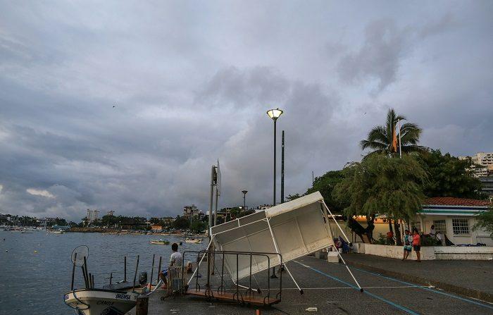 Tormenta Carlotta deja cuatro lesionados e inundaciones en el sur de México Vista general de los daños causados por la tormenta Carlotta en el puerto de Acapulco (México) hoy, domingo 17 de junio de 2018. EFE