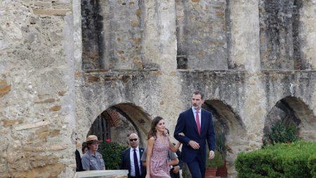 Reyes de España visitan muestra sobre el legado urbanístico español en EEUU