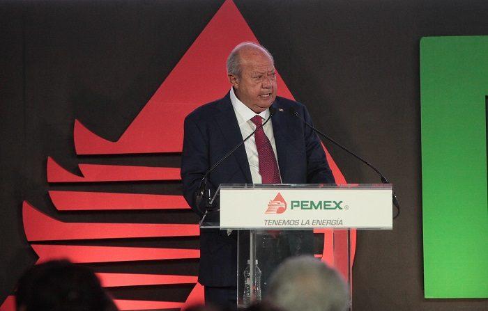 Líder sindical petrolero tiene costosa mansión en México, según investigación El líder sindical petrolero, Carlos Romero Deschamps, habla en una conferencia de prensa. EFE/Archivo