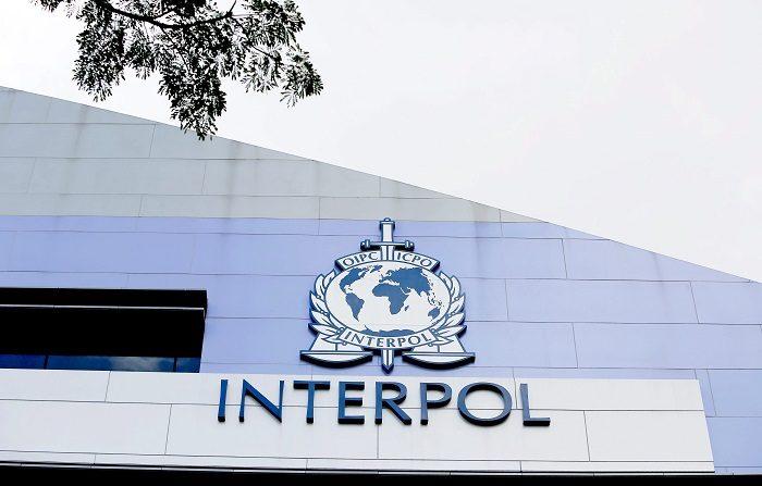 Interpol en España detiene a un ecuatoriano vinculado con un caso de secuestro. La detención se practicó hoy a las 12:36 hora de España, (5:36 de Ecuador) en el municipio madrileño de El Escorial, después que a primera hora de la madrugada del sábado, se activara la alerta roja de Interpol, por solicitud de las autoridades ecuatorianas. EFE/Archivo