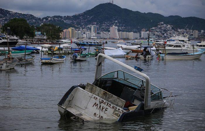 Carlotta se degrada a depresión tropical mientras ocasiona lluvias en México Vista general hoy, domingo 17 de junio de 2018, de las afectaciones propiciadas por el paso de la tormenta Carlotta, en el puerto de Acapulco (México). EFE