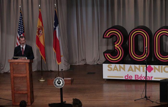 """Felipe VI elogia a San Antonio por ser una ciudad """"acogedora y generosa"""" El rey Felipe VI pronuncia un discurso durante una cena oficial este domingo, 17 de junio , en San Antonio, Texas (EE.UU.). EFE"""