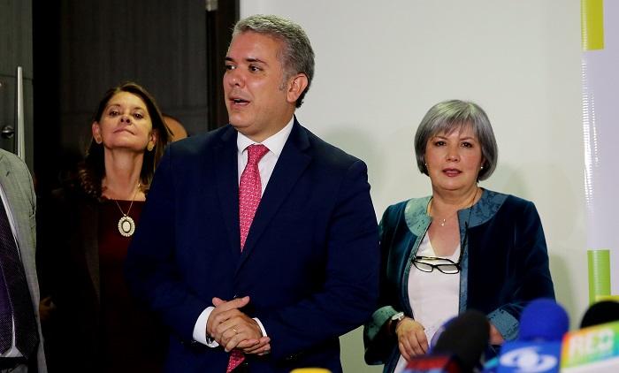 Duque viaja a EE.UU. en su primera salida al exterior como presidente electo El presidente electo de Colombia, Iván Duque (c). EFE