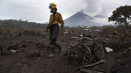 Reanudan búsqueda de cuerpos a 14 meses de la erupción del volcán de Fuego en Guatemala