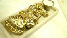 Un bar de Nueva York sirve alitas de pollo bañadas en oro