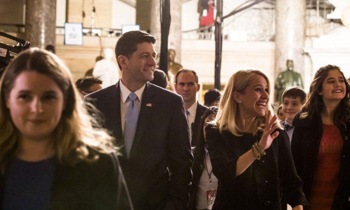 Paul Ryan, presidente de la Cámara de Representantes, camino a asistir al Estado de la Unión en el Capitolio, 30 de enero de 2018. (Samira Bouaou/La Gran Época)