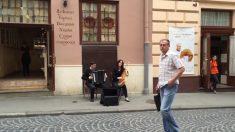 Estos artistas callejeros sólo tocan dos instrumentos, pero por cómo suena, nunca lo adivinarías