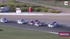 Dos autos chocan en la pista y los conductores están bien. Pero, ¡¿cómo acabaron los carros así?!