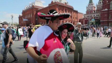 Sombreros mexicanos inundan la Plaza Roja y el centro de Moscú