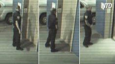 Este oficial empieza a bailar mientras espera el ascensor. Cuando la puerta se abre, se sorprende