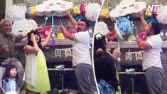 Esta familia hace una revelación de género con una piñata. Mira la reacción graciosa de la niña