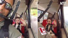 Lleva a su hija de 4 años a dar un paseo en avión. Cuando empieza a dar vueltas, no deja de reír