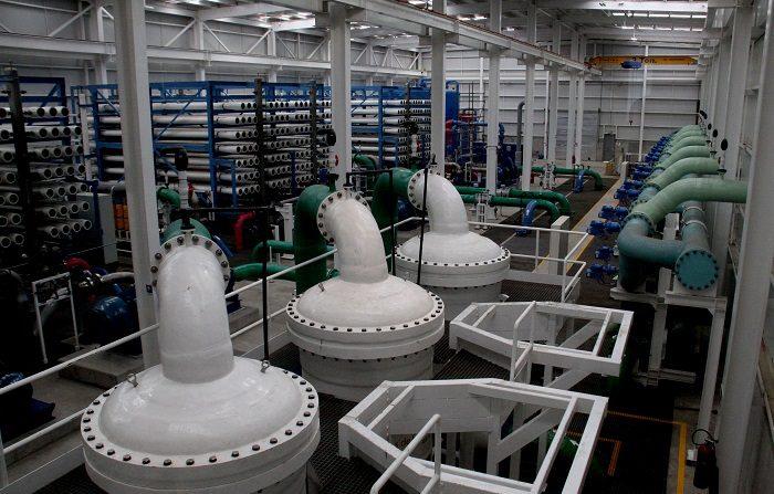El presidente de México, que el 94 % de los habitantes del país tiene garantizado el suministro de agua al inaugurar una planta desalinizadora en Ensenada, estado noroccidental de Baja California. EFE/Alejandro Zepeda