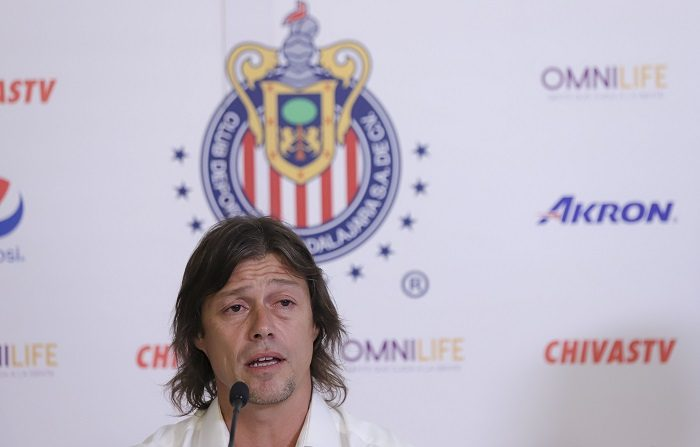 """Almeyda dijo hoy que deja la dirección técnica de las Chivas de Guadalajara del fútbol mexicano. por """"dignidad"""" y """"respeto a los jugadores y a la afición y porque ya no había """"unión"""" ni trabajo en equipo. EFE/Carlos Zepeda"""