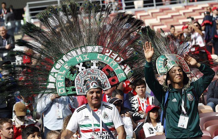 Aficionados de México antes de la Copa Mundial de la FIFA 2018 partido de fútbol de la ronda preliminar entre Rusia y Arabia Saudita en Moscú, Rusia, 14 de junio de 2018. (EFE/EPA/Felipe Trueba ÚNICAMENTE USO EDITORIAL)