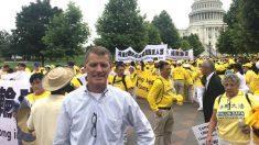 EE.UU.: Candidato al Congreso vuela por la noche para asistir a masiva reunión de Falun Dafa