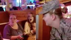Familia disfruta la salida nocturna y soldado los sorprende. Mamá no puede creer lo que ven sus ojos