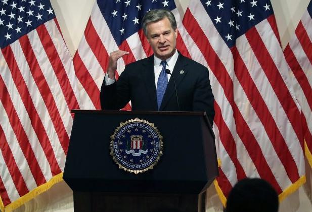 El director del FBI Christopher A. Wray habla durante una conferencia de prensa en la sede central del FBI, el 14 de junio de 2018 en Washington. (Mark Wilson / Getty Images)
