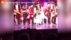 Esta pequeña nació sorda, pero cuando sube al escenario para bailar, allí surge la magia