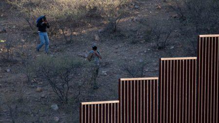 "Cárteles mexicanos controlan ""totalmente"" la frontera del suroeste, dice sheriff de Texas"