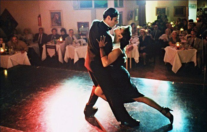 Bailadores de tango de Argentina, Chile, Curazao y los Estados Unidos participarán del 22 al 24 de junio en la vigésimo primera edición del Isabela Tango Fest, en el noroeste de Puerto Rico (El crédito de la foto debe leer DANIEL GARCIA/AFP/Getty Images)