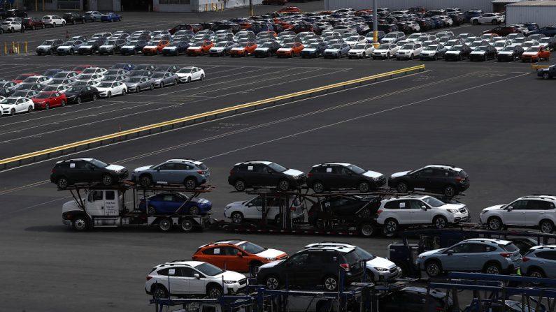 El presidente de Estados Unidos, Donald Trump, amenaza con imponer aranceles a las importaciones de automóviles. (Foto de Justin Sullivan/Getty Images)