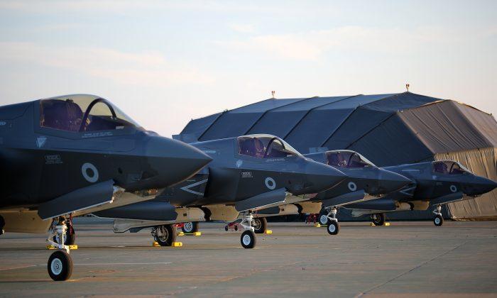 Aviones de combate F-35B Lightning II arriban a la base de la fuerza aérea real Marham en King Lynn, Inglaterra, el 6 de junio de 2018. Un antiguo ingeniero británico es sospechoso de entregar tecnología relacionada a China. (Christopher Furlong/Getty Images)